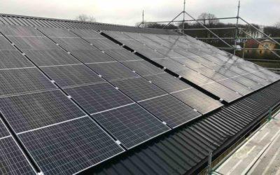 72st solceller installerat på plåttak